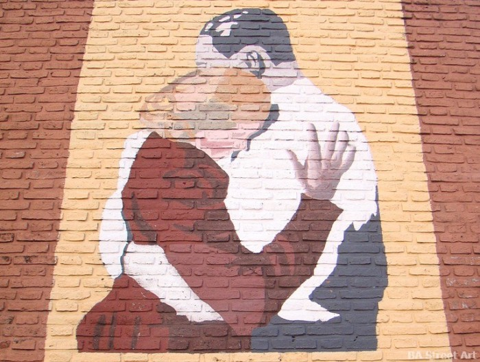 Evita and Peron stencil buenos aires street art graffiti © buenosairesstreetart.com