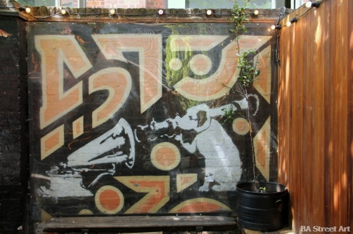 Banksy London Cargo dog HMV his master's voice © buenosairesstreetart.com