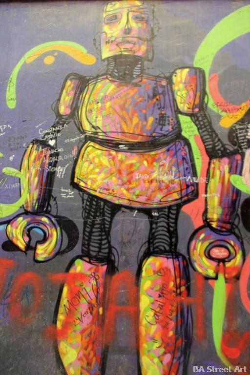 La Robot de Madera street artist valparaiso chile graffiti buenosairesstreetart.com