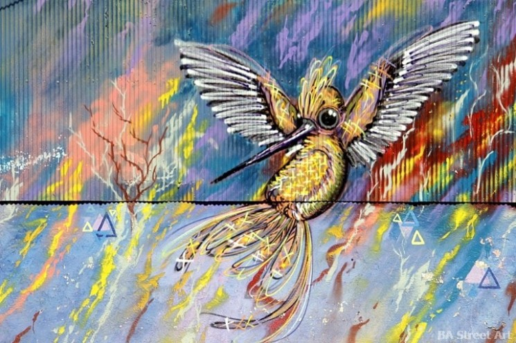 Valparaíso graffiti Charquipunk hummingbird chile street art buenosairesstreetart.com