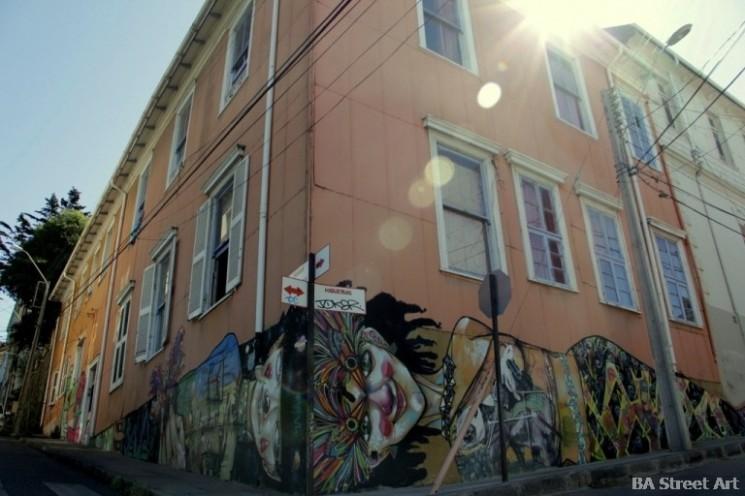cerro alegre street art charquipunk la robot de madera chile valparaiso buenosairesstreetart.com