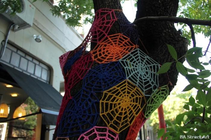 cafe voltaire buenos aires crocheting yarn bombing buenosairesstreetart.com