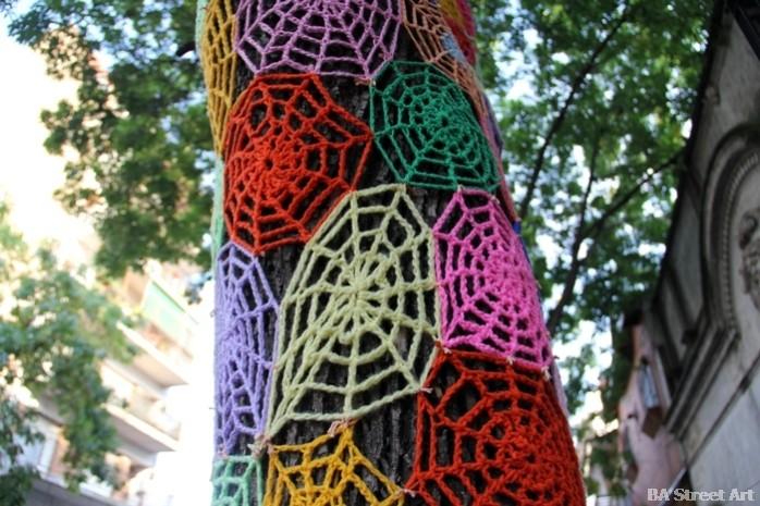 buenos aires graffiti tour yarn bombing tejidos buenosairesstreetart.com