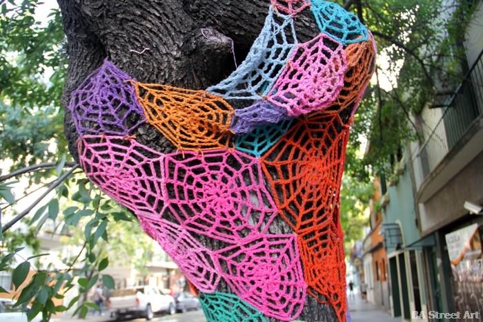 yarn bombing street art crocheting buenos aires buenosairesstreetart.com
